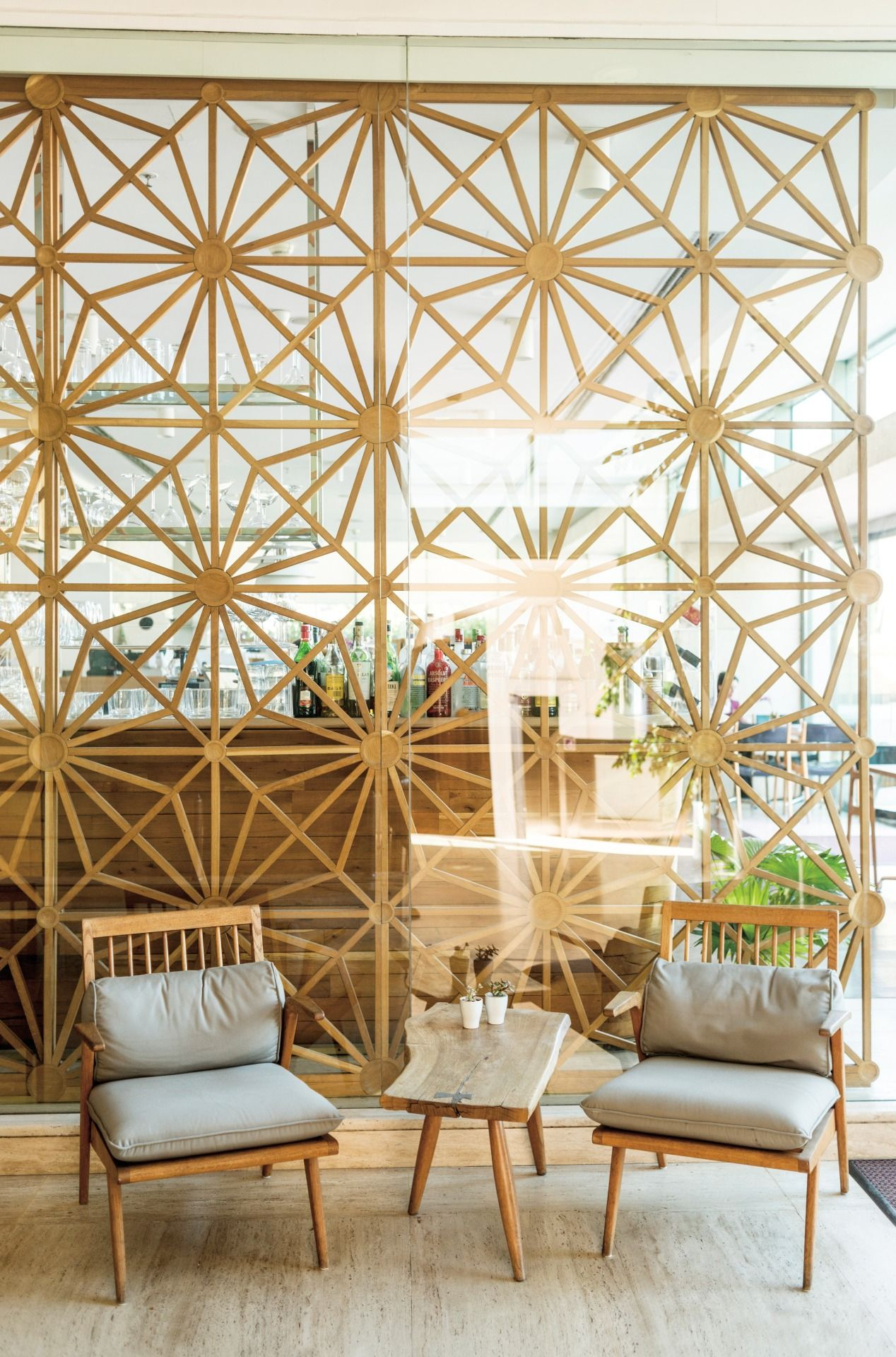 Istanbul S Muzedechanga Restaurant Has A 60s Decor Inspired By The Designers Parents Modern Room Divider House Design Modern Room