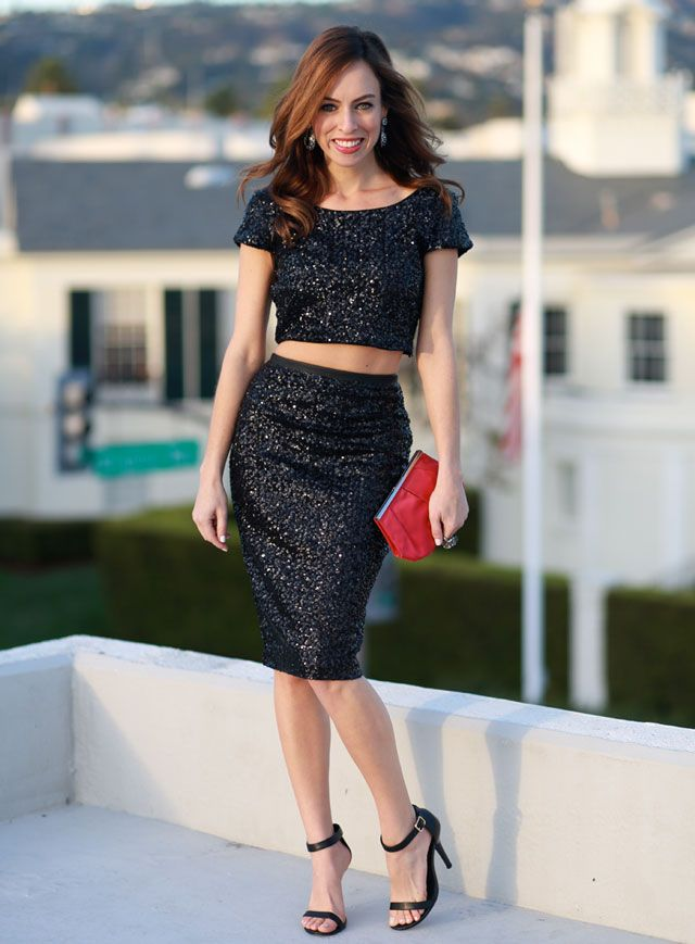 48f55aa396 Sydne-Style-what-to-wear-on-new-years-eve-sequins-crop-top -pencil-skirt-express-the-glitter-guide-how-to-wear-a-crop-top