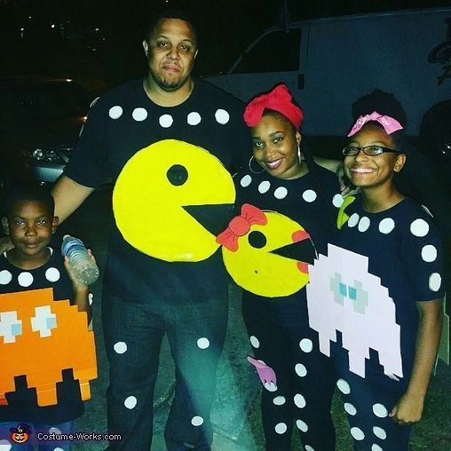 Pac-Man Family - Halloween Costume Contest at Costume-Works.com #halloweencostumesmen Pac-Man Family Costume - Halloween Costume Contest #halloweencostumesmen
