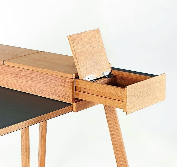 einen zum transport komplett in seine komponenten zerlegbaren schreibtisch aus eiche und. Black Bedroom Furniture Sets. Home Design Ideas
