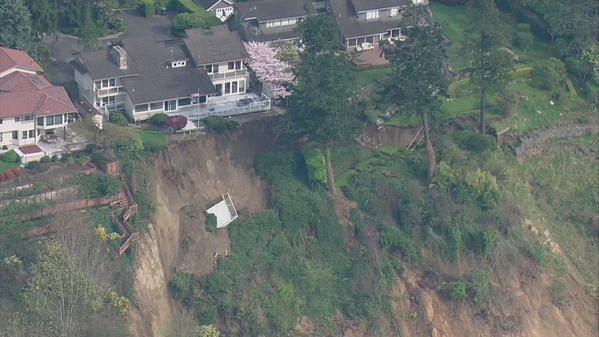 Landslide in Des Moines, WA 3/28/15