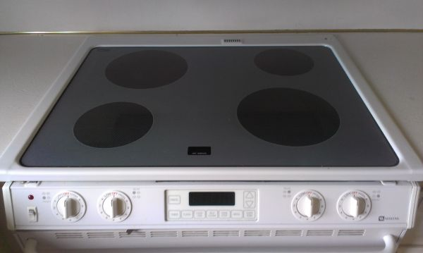 Maytag Glass Top Stove Oven Range Cooktops Ovens Ranges For Sale In Muskegon Mi 3211493486 Classifieds On Oodle Stove Oven Oven Range Large Appliances
