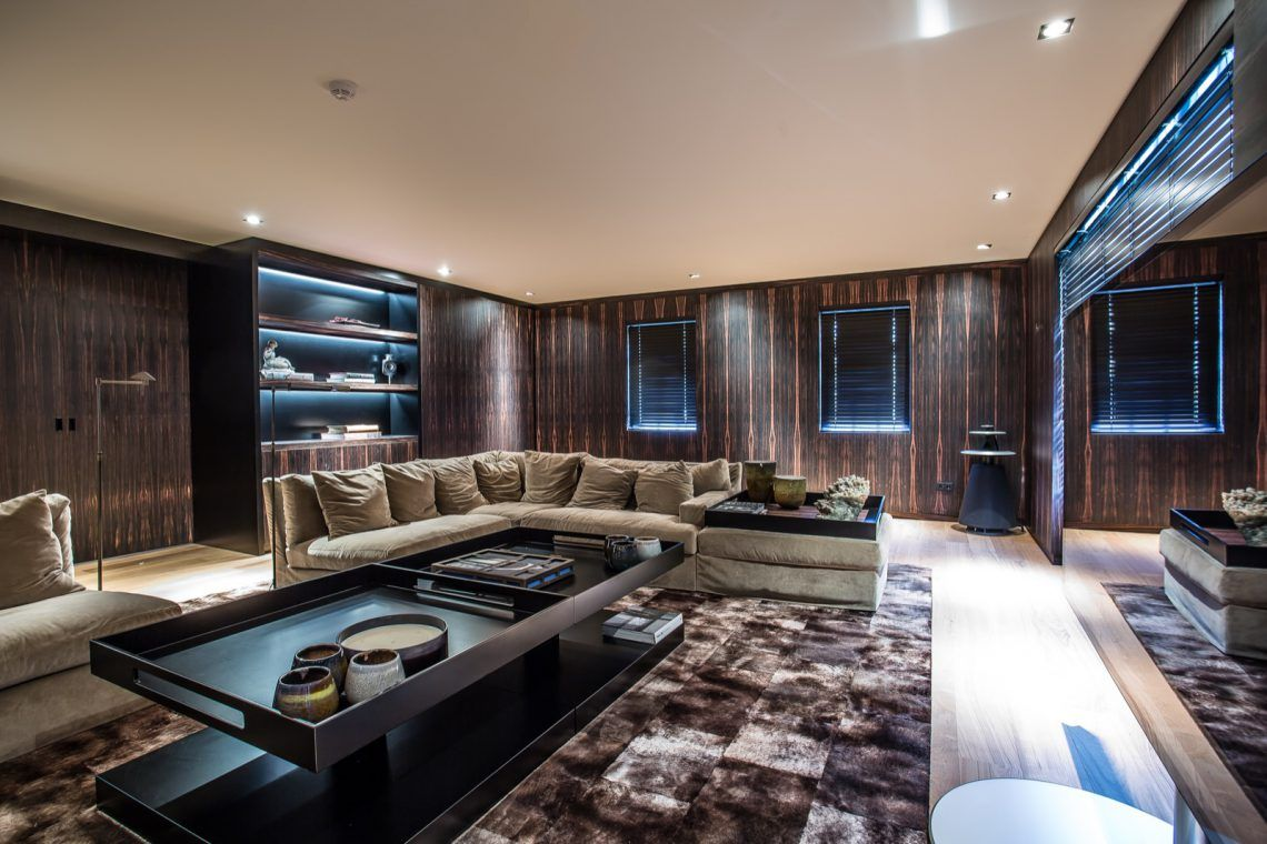 Interieur oost woonkamer volledig in coromandel fineer hoog