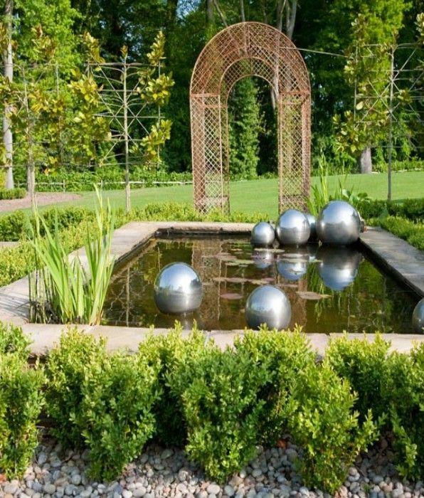 плавающие шары из стали в пруду