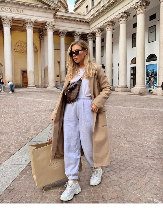 Grey trench and scarf in 2020   Style, Fashion, Street style