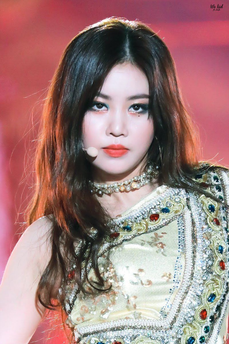 Here Are 11 Of G I Dle Soojin S Most Fierce Makeup Looks That Will Make You Say Yass Queen Kpop Girl Groups Stage Outfits My Princess
