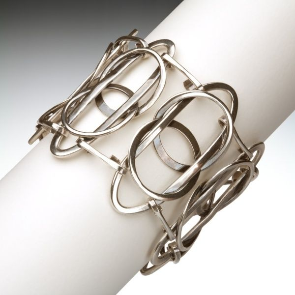 Bracelet   Angela Marzinotto.  'In the loop'.   Sterling silver.