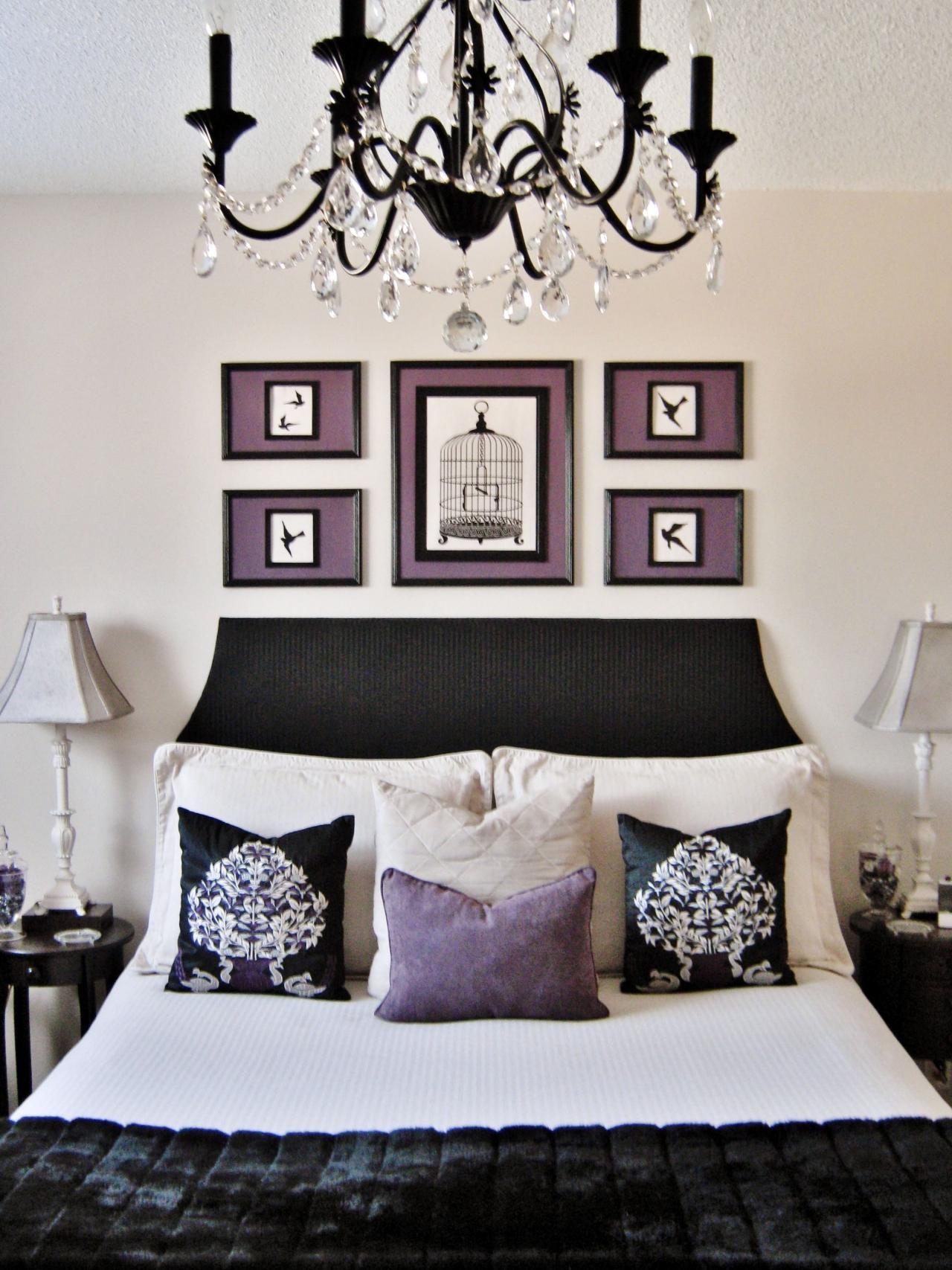 Chambre Baroque Noir Et Violet une tête de lit noire et simple en unisson avec le design d