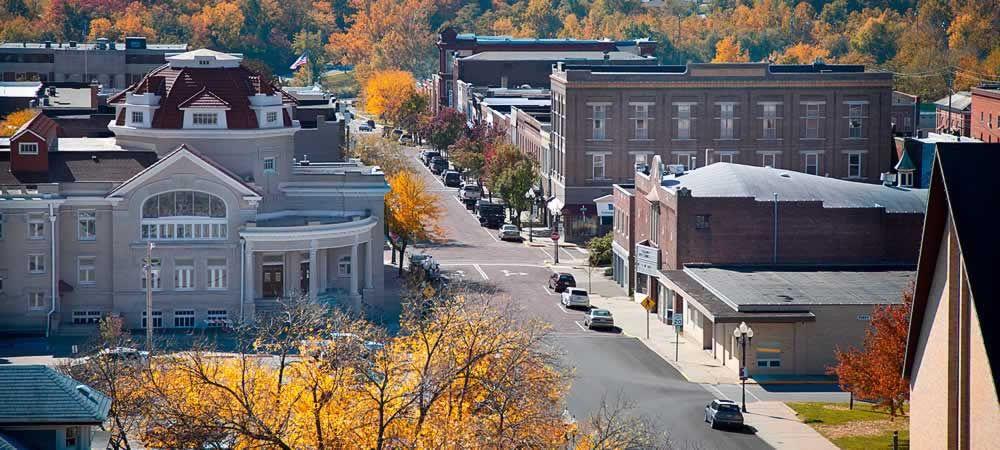Stay In Fulton Mo Near University Of Missouri In Columbia Fall Weekend Getaway Relaxing Getaways Fulton Missouri
