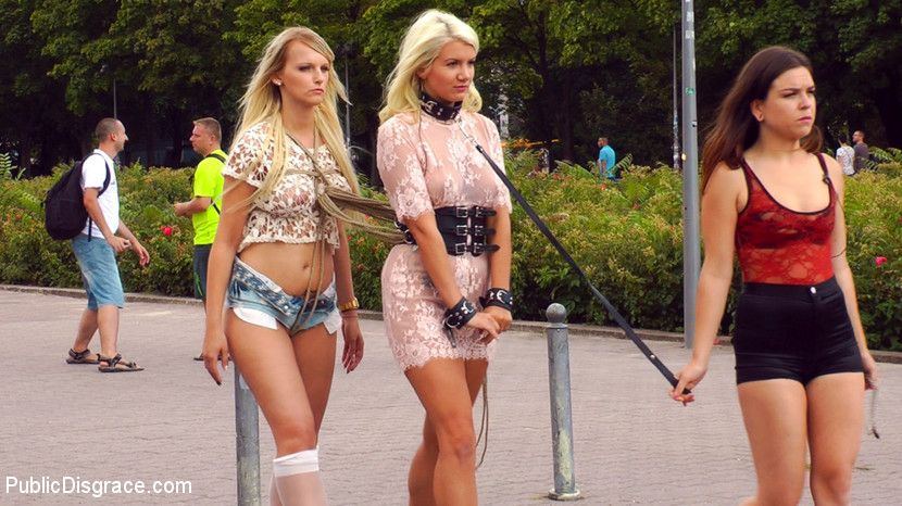 Nicki Minaj Twerking Hard