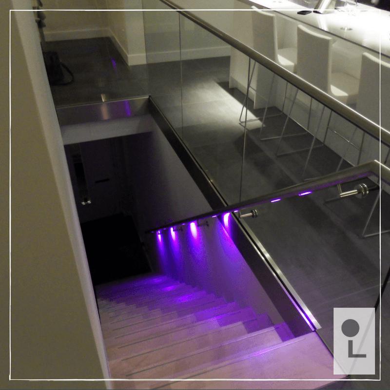 Glazen balustrade in combinatie een RVS leuning met LED ...