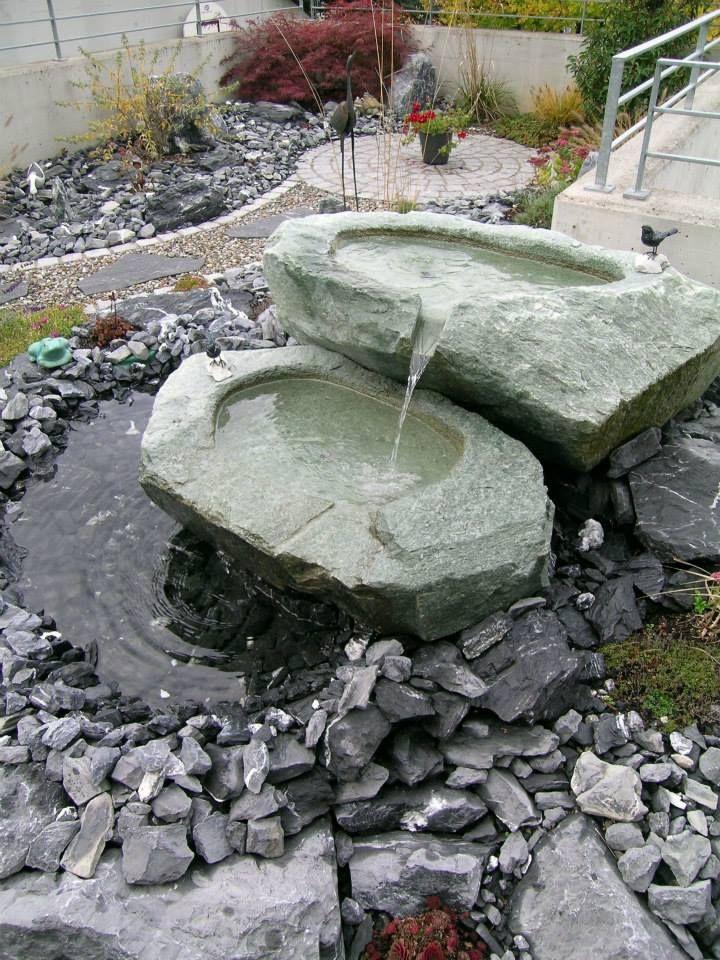 Findlinge Wasserspiele Solitarsteine Www Atlas Natursteube Ch Garten Wasserspiele Findling
