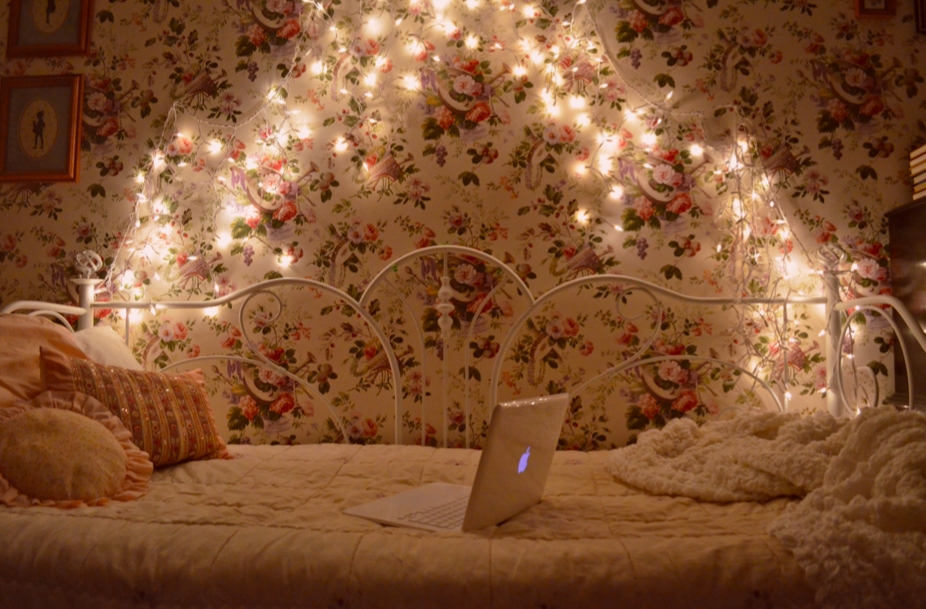 littlest-bunny:  septemberwildflowers:  Look at my cozy room. FAIRY LIGHTS.  SIR I WANT IT I WANT IT!