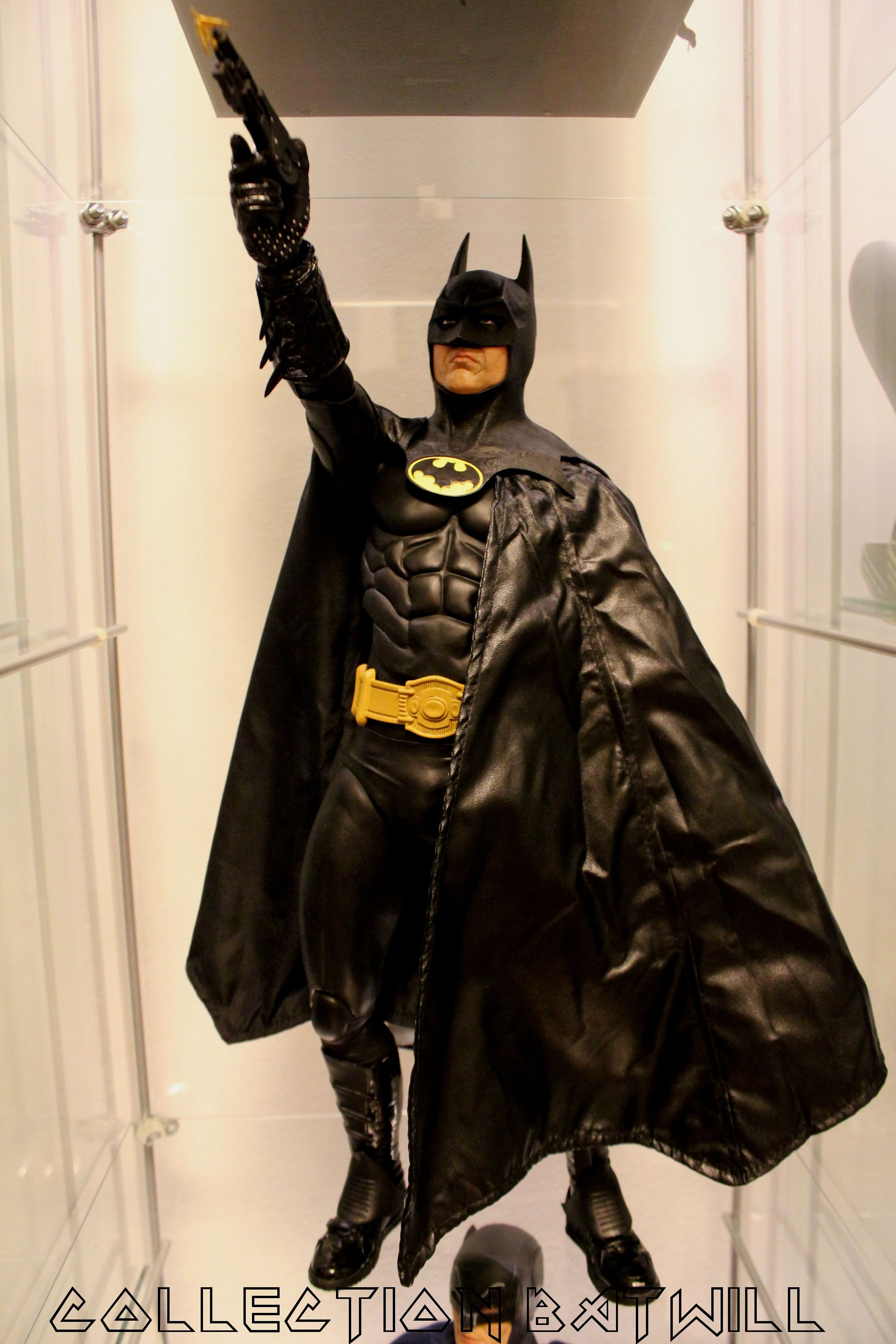 Review and photos of NECA 1989 Keaton Batman 1/4 scale action figure