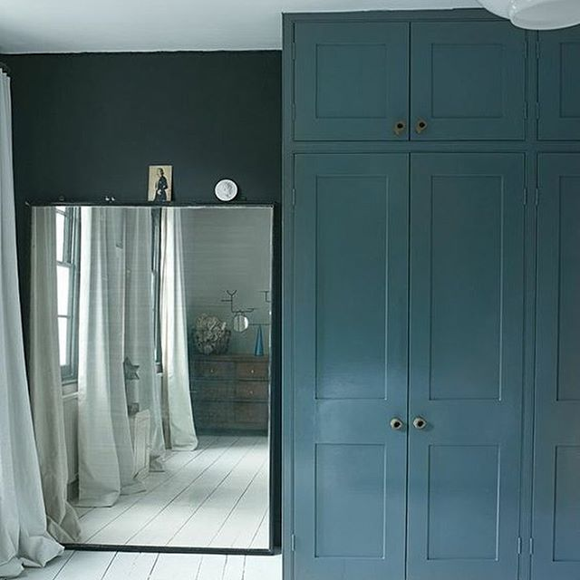 Built in closet in blue and enormous mirror & Grote spiegel in huis | Bedrooms Bedroom wardrobe and Dream rooms