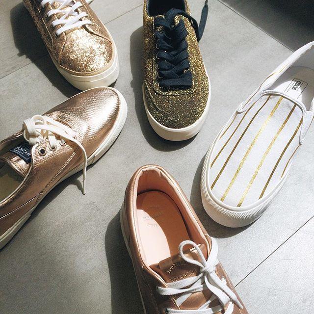"""T.G.I.F    Thứ 6 rồi các bạn ơi!!! Hãy nhanh tay chọn ngay một đôi giày Metallic thật """"blink-blink"""" và toả sáng để đi quẩy cùng bạn bè rối nay nào .  . -----------  @morethanbasis_footwear khuyến khích khách hàng tới trực tiếp shop để thử và cảm nhận chất lượng sản phẩm trước khi đưa ra quyết định mua sắm.   Tất cả sản phẩm đều nhận ship nội, ngoại thành, mọi nhu cầu về ship hàng và tư vấn, các bạn vui lòng liên hệ:  ➖Viber/Imess/Sms: 09 1995 1994 hoặc inbox FB.  ➖instagram.com/moretha..."""