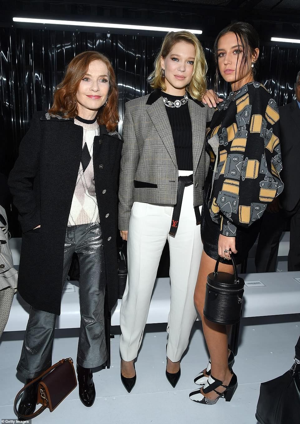 Sophie Turner Joins Fiance Joe Jonas At Louis Vuitton Pfw Show