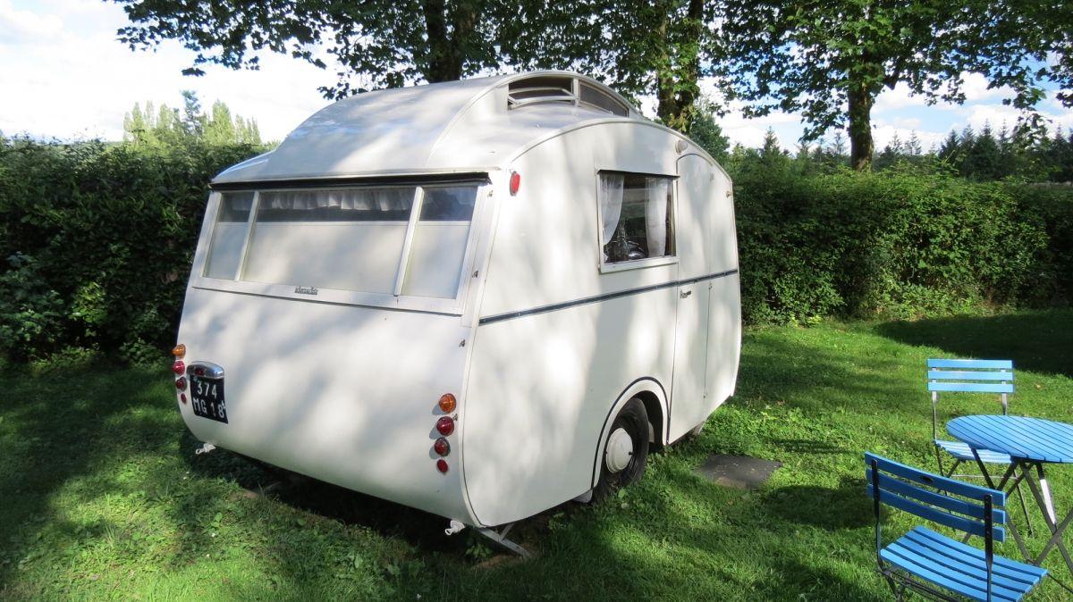 Les Plus Belles Caravanes De Forains camping vintage au domaine du roc avec nos caravanes de