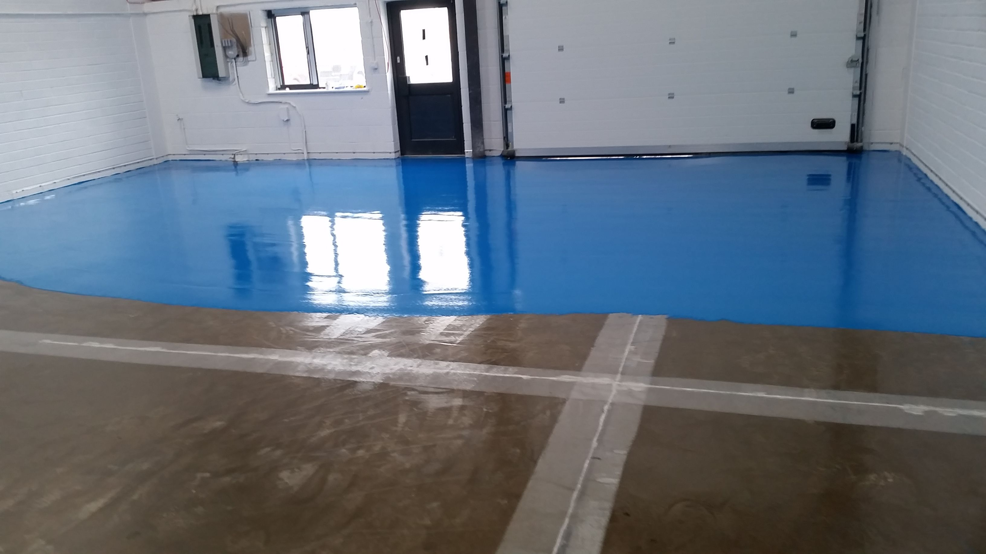 Self Smoothing Polyurethane Resin System Can Be Installed Between 2 And 4mm Thickness Polyurethane Floors Flooring Polyurethane Resin