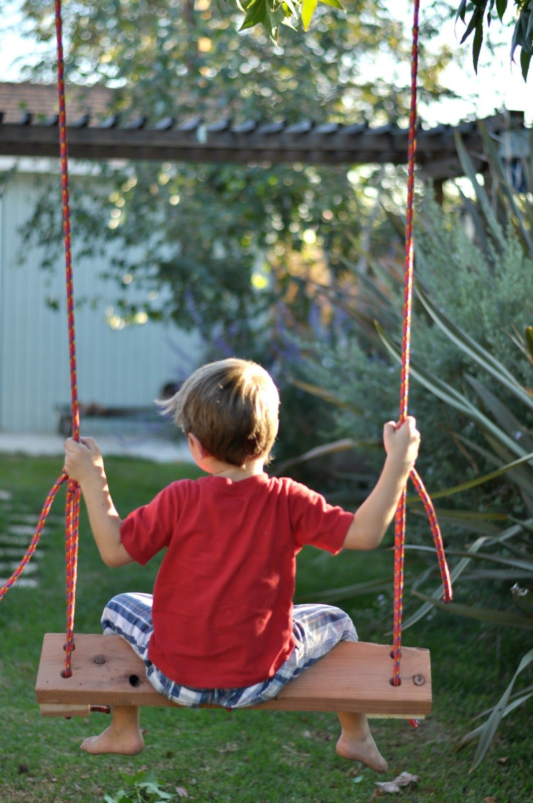 Diy make your own swing tutorialed to put in the backyard for
