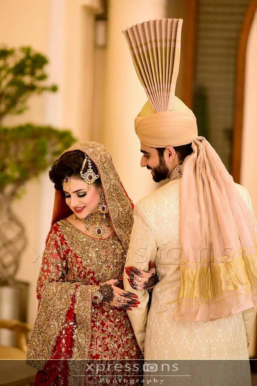 Pin By Multazim Khan On Bridal Pics Indian Wedding Photography Poses Wedding Couples Photography Indian Wedding Photography Couples