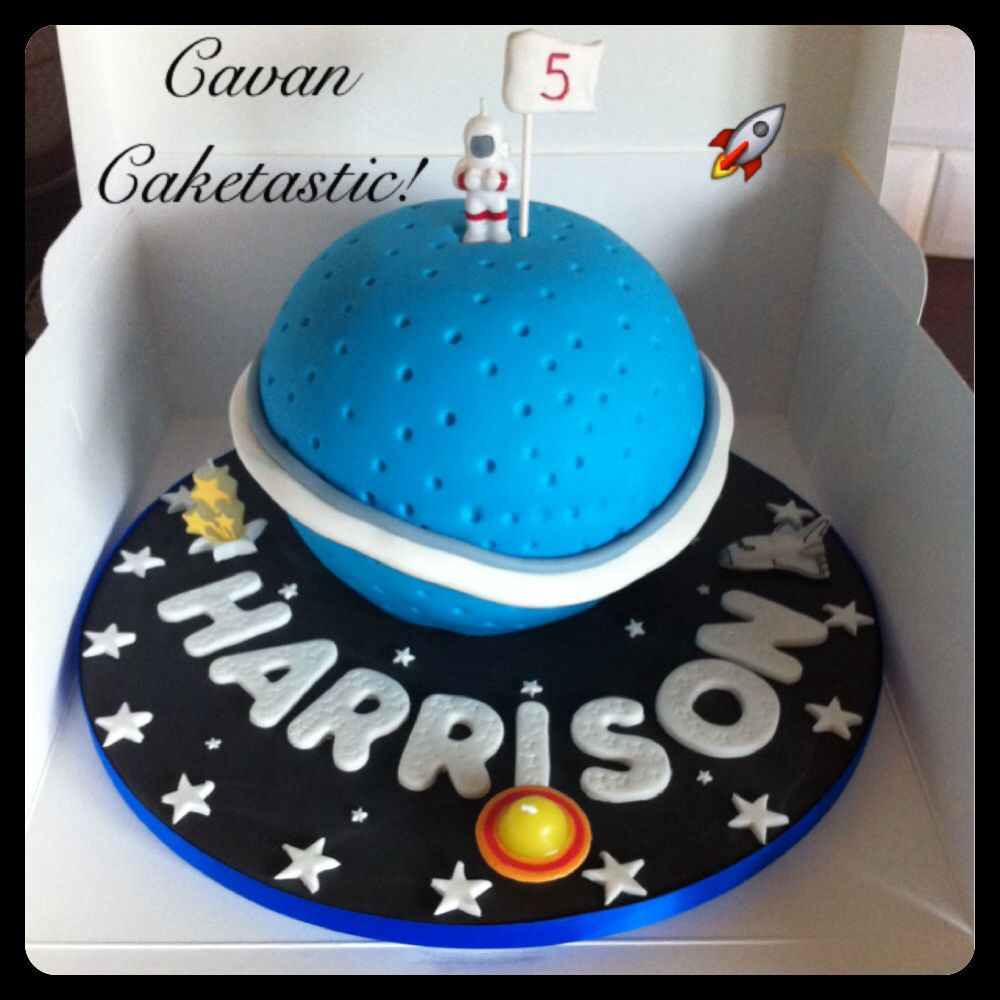 Outer space planet cake cakes galore pinterest for Outer space cake design