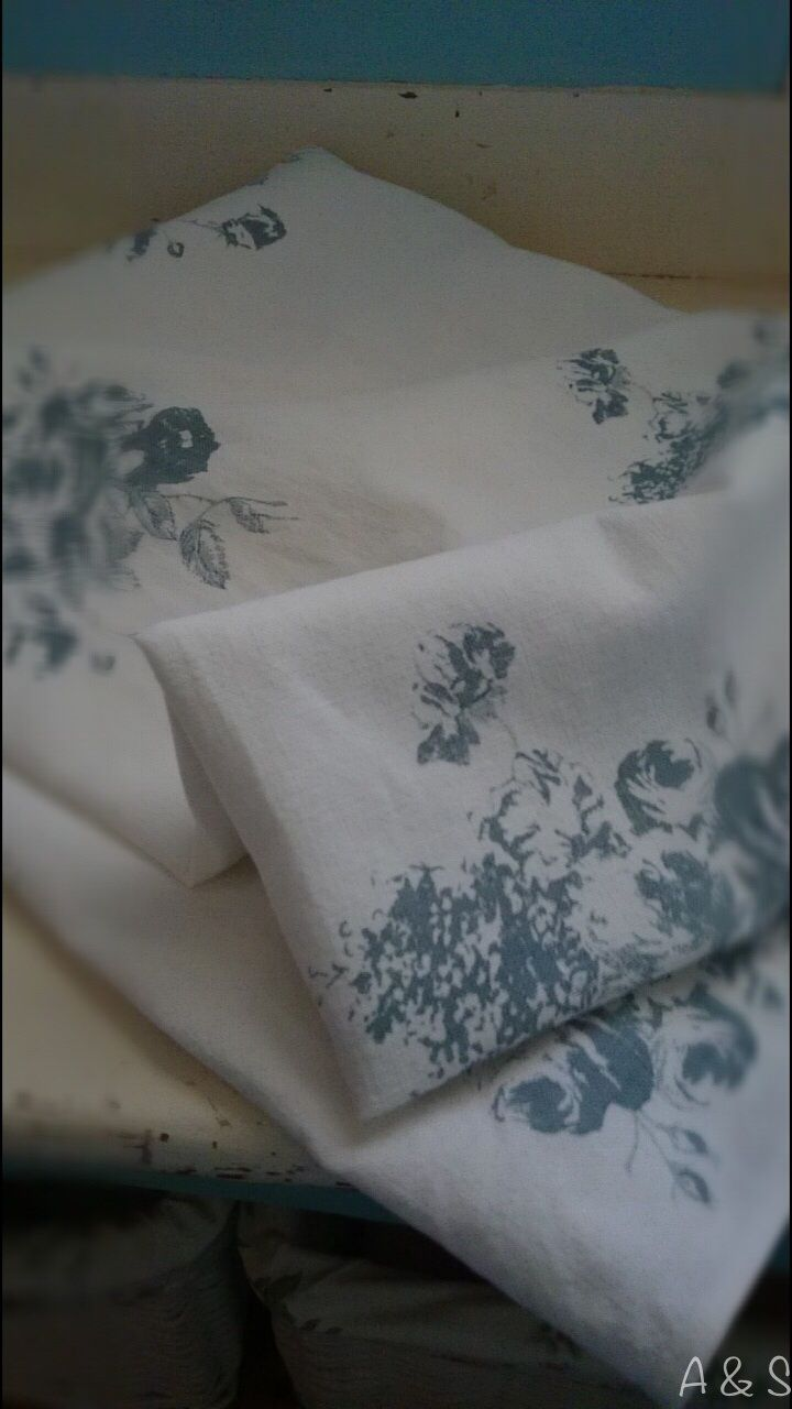 Cabbages and Roses table cloth