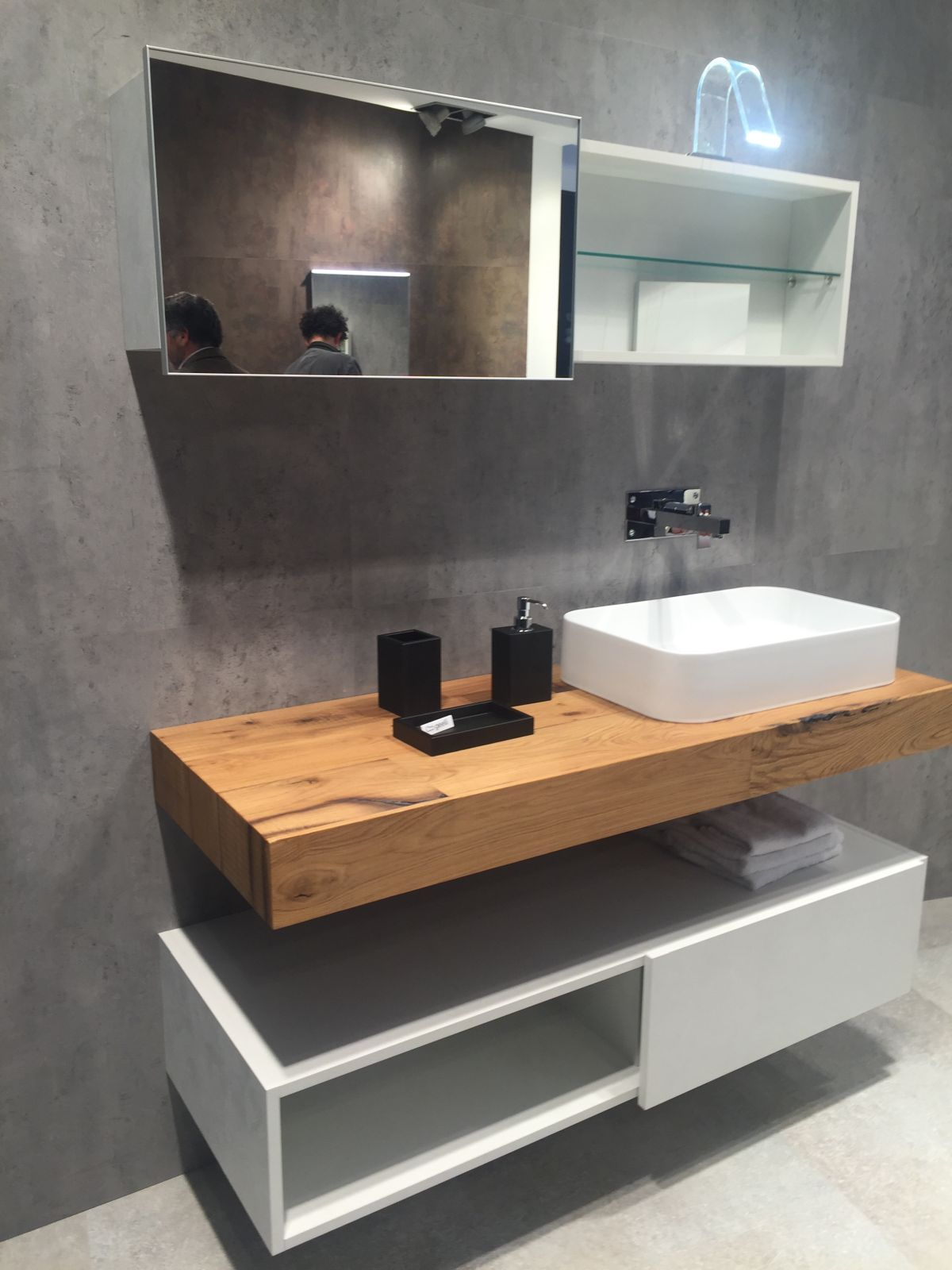 Stylish Ways To Decorate With Modern Bathroom Vanities Floating
