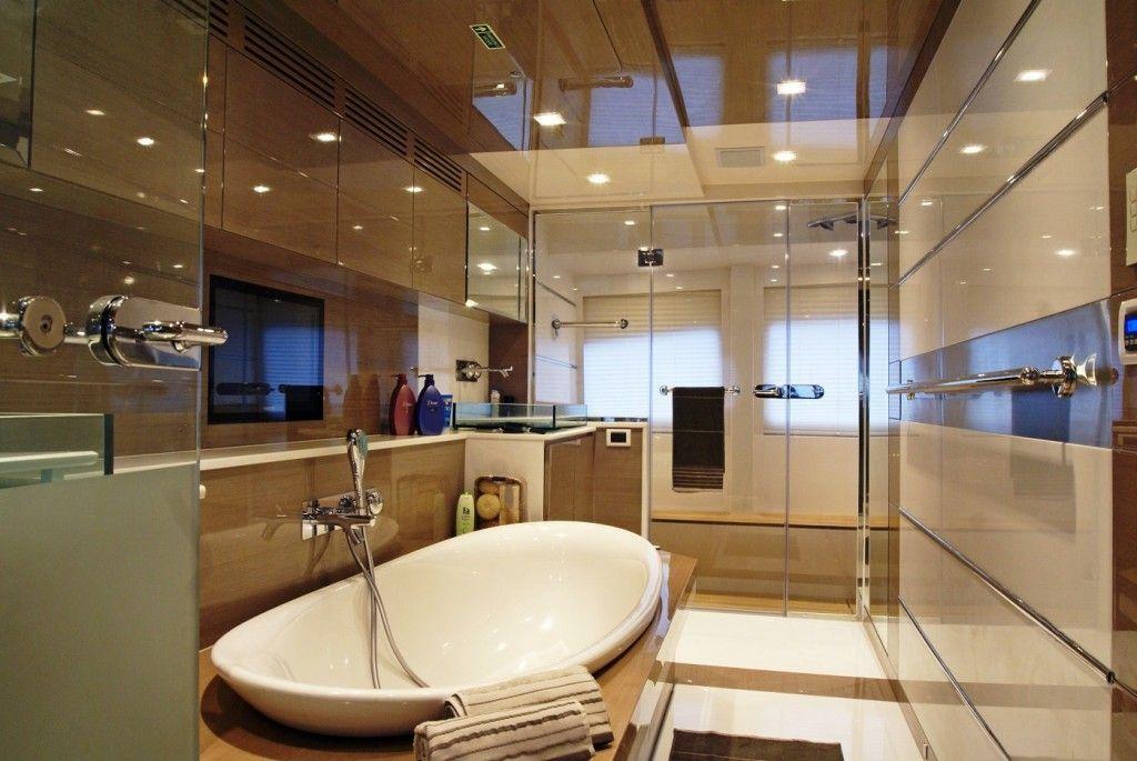 20 High End Luxurious Modern Master Bathrooms Yachtbathroom Luxury Master Bathrooms Modern Master Bathroom Bathroom Remodel Master