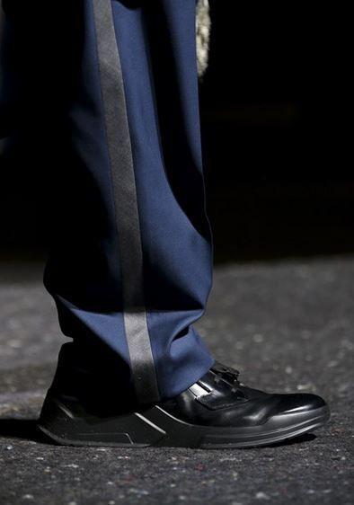 tendenza-scarpe-uomo-autunno-inverno-2014-2015-prada-nere