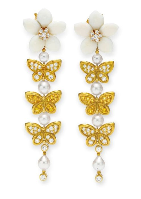 Dame ear pendants, by Can Cleef & Arpels, c. 1999. Elizabeth Taylor.