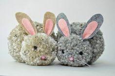 Simples e muito fofos esses coelhinhos de pompom vão agradar a criançada.