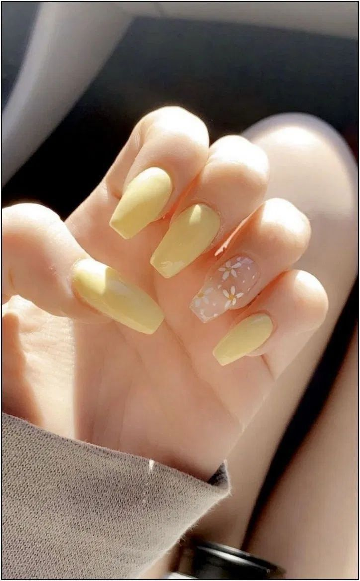 Cute Yellow Nails For Summer 2020 Vintage Aesthetic Nails Manucure Mode In 2020 Acrylic Nails Coffin Short Acrylic Nails Yellow Short Acrylic Nails Designs