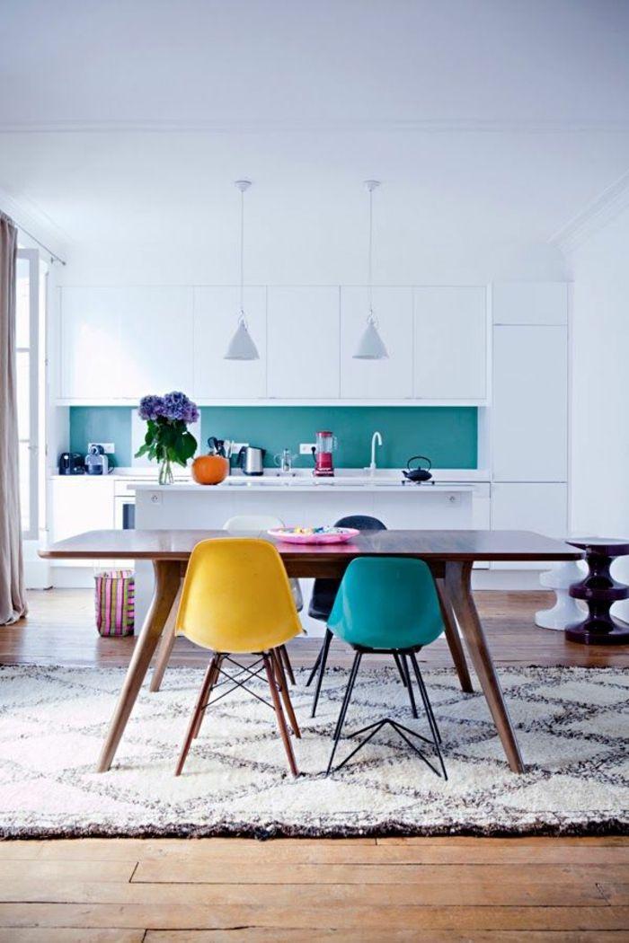 1-jolie-salle-à-manger-complète-conforama-avec-chaises-en-plastique - conforama chaises salle a manger