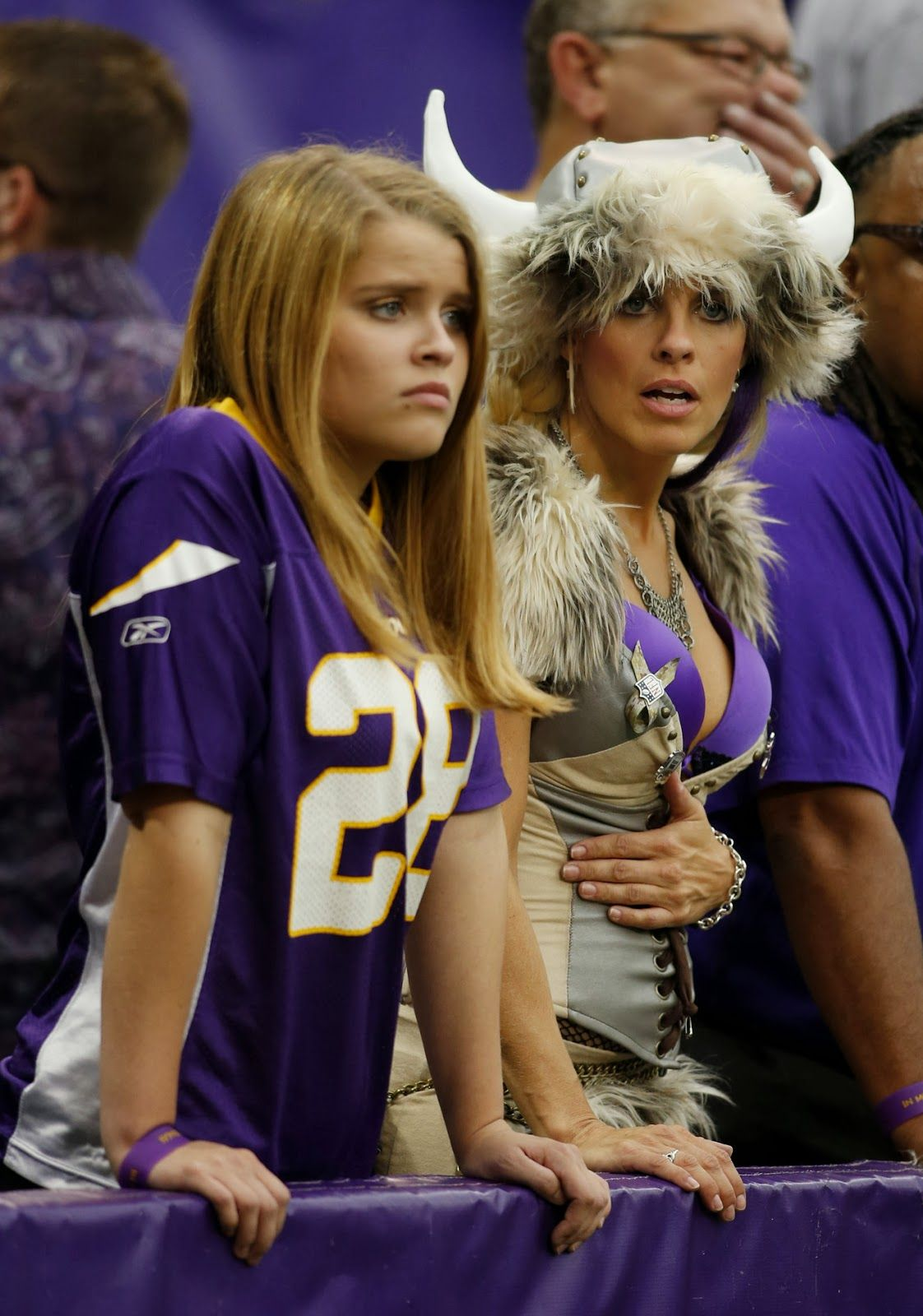 Minnesota Vikings Fans Vikings Cheerleaders Nfl Football Cheerleaders