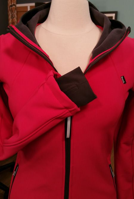 70c29e2cfc check out Angela Wolf's tutorial on adding thumb holes to a jacket!  #itsseweasytv @brothersews @havelssewing