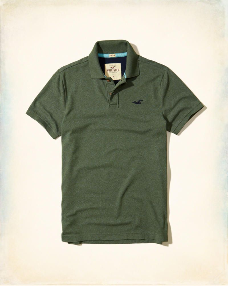 A comfortable polo made with stretchy, soft pique fabric, featuring a contrast  icon at left chest, matching contrast lining and interior neck taping.