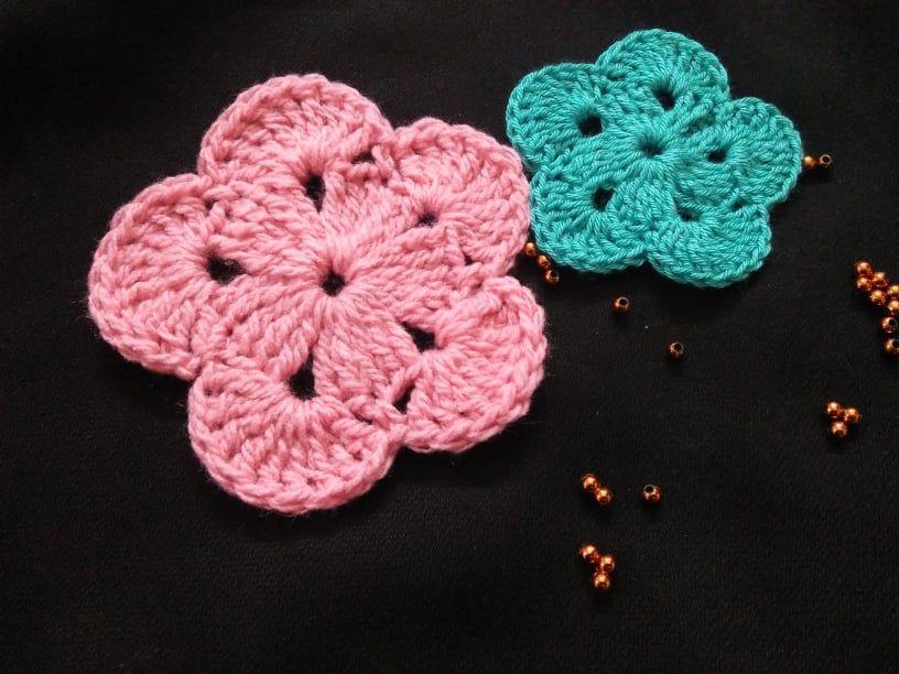 وردة كروشيه الطريقه مع الباترون وردة كروشية طريقة باترون عمل ورد بالكروش Crochet Blanket Patterns Crochet Stitches Patterns Crochet Earrings