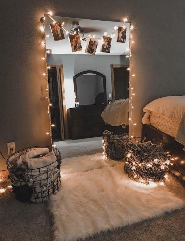 Photo of großer spiegel dekoeriert mit lichterketten weißer flauschiger teppich kleinen raum größer aussehen