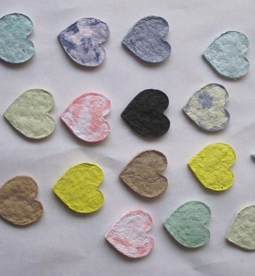 pulp hearts from waste paper | hartjes van pulp van papierafval | geen verf, geen lijm, alleen papier