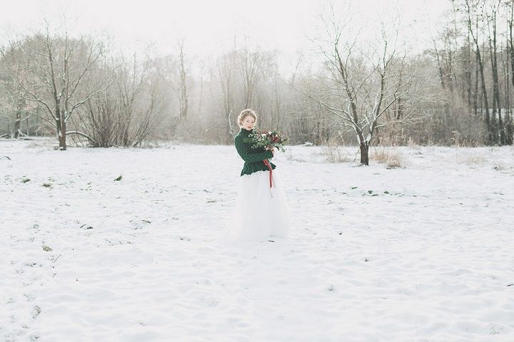 Bride wears evergreen cardigan - Christmas winter wedding in snow | fabmood.com #wedding #winterwedding #christmas #christmaswedding