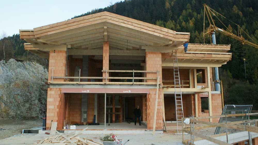 Zimmerei tirol balkonbau tiroler holzhaus silz hausbau for Traditionelles tiroler haus