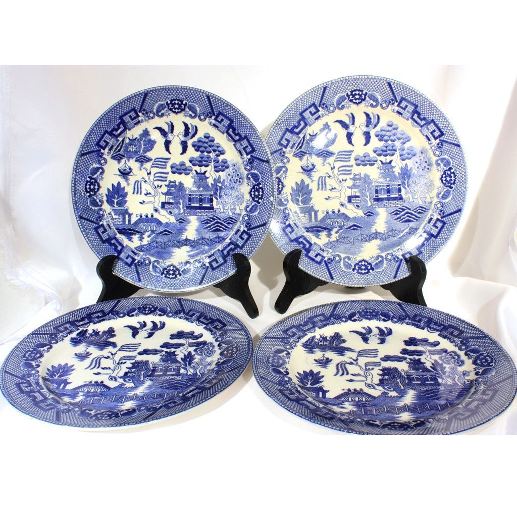 Set of four traditional Blue Willow dinner plates. These are a lovely ex&le of Japanese china transfer ware that can be used or displayed.  sc 1 st  Pinterest & Blue Willow Dinner Plates | Products | Pinterest | Traditional ...