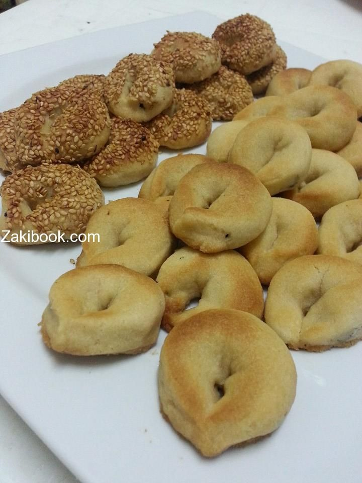 طريقة عمل كعك هش وخفيف رووووعة زاكي Middle Eastern Desserts Arabic Sweets Dessert Recipes