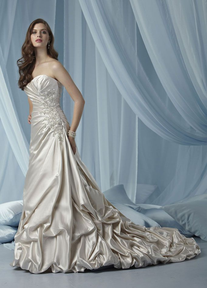 Fashionable sweetheart dropped waist satin wedding dress