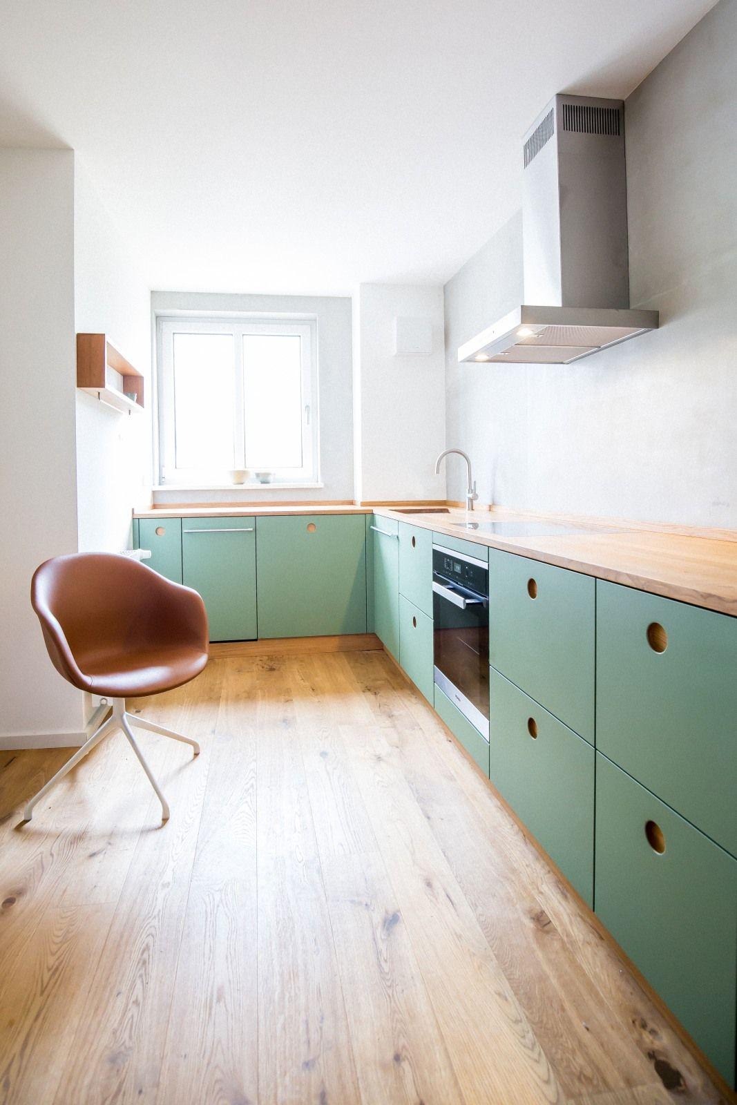 KuecheGruenlackiert Eichenarbeitsplatte Küche grün