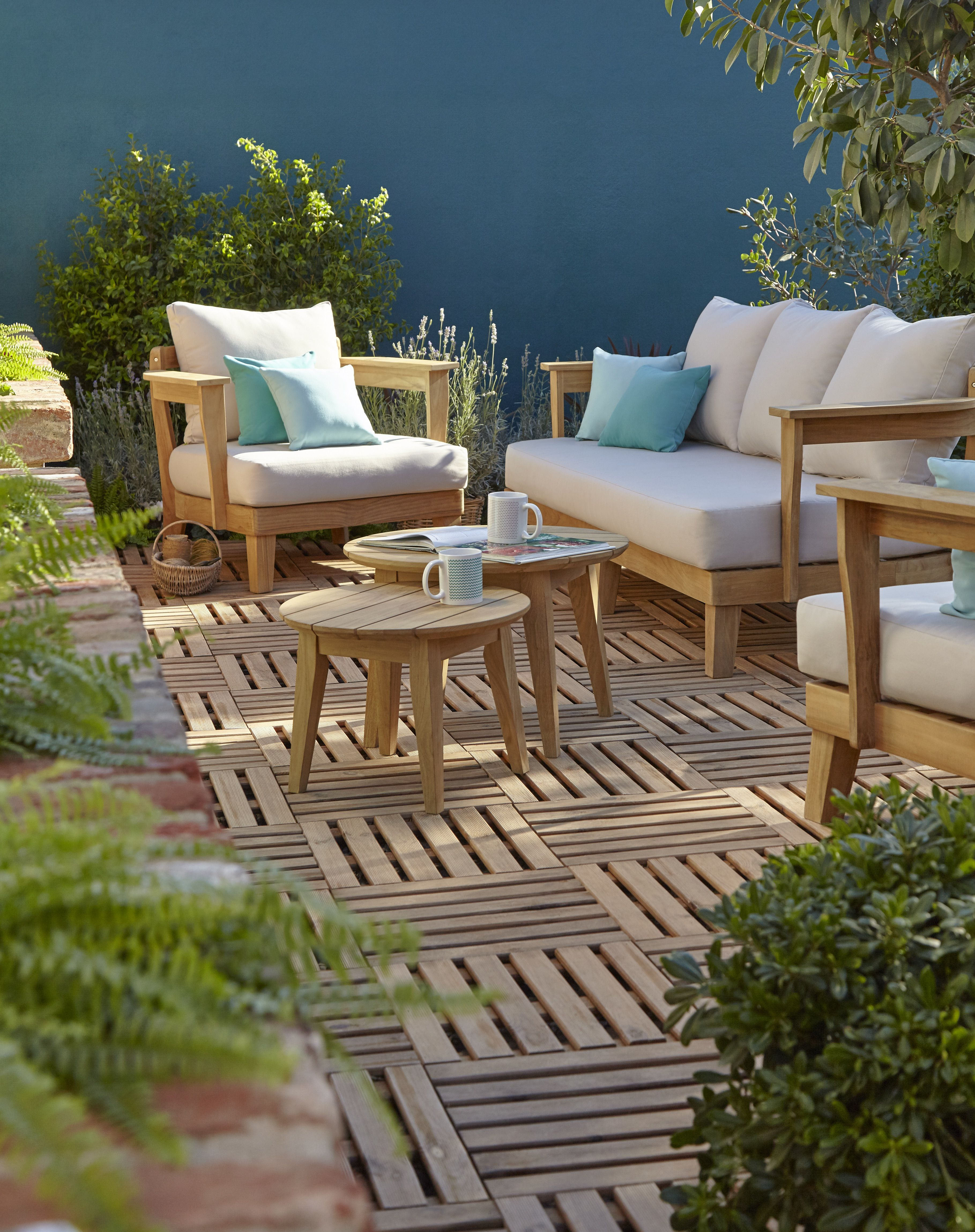 Clean Patio And Furniture Set