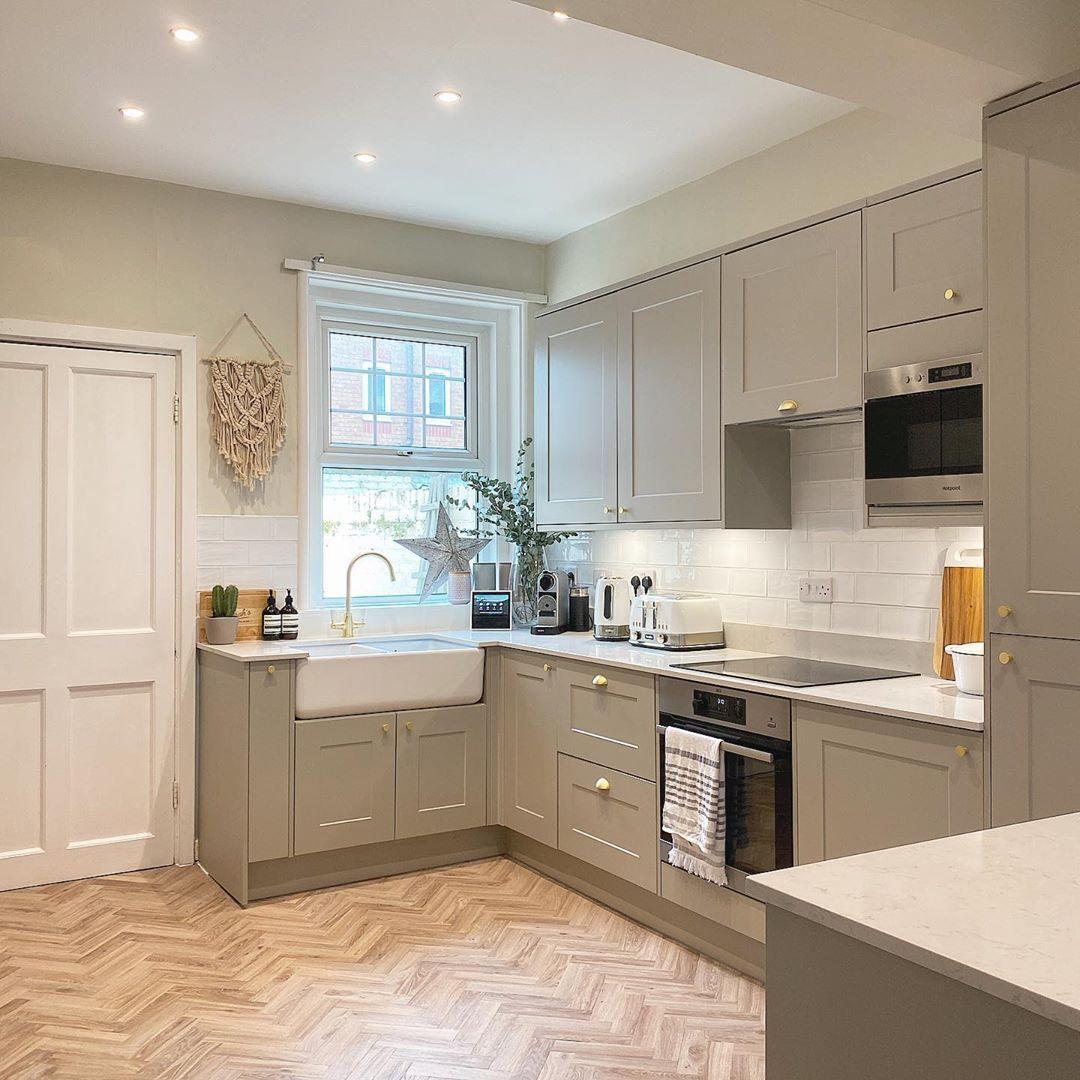 Chelford Pebble Kitchen Closed Kitchen Design Rustic Kitchen Design Kitchen Design