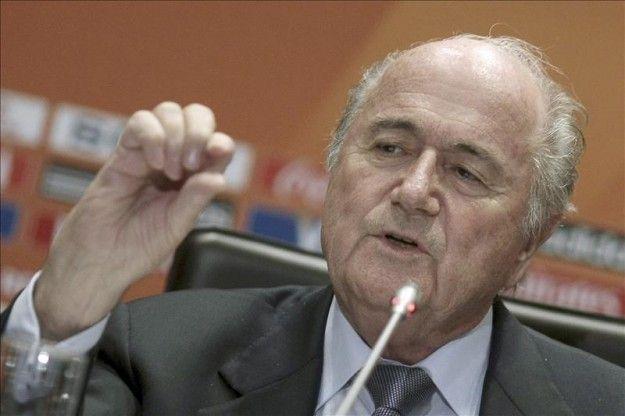 Blatter augura un gran mundial en Brasil y minimiza los atrasos en los estadios
