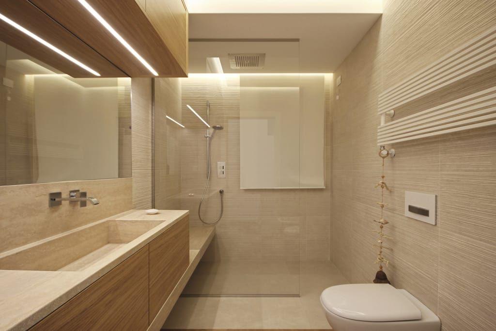 Sala da bagno con doccia bagno moderno di jfd juri for Sala da bagno design